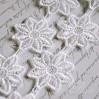 Koronka gipiurowa kwiaty - szerokość 4,2cm - biała - 1 metr