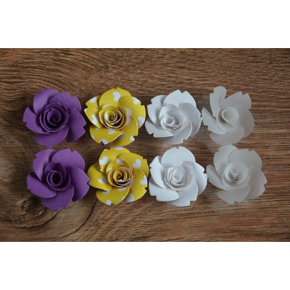 A set of paper flowers - mix of colours 130 - 8 pieces