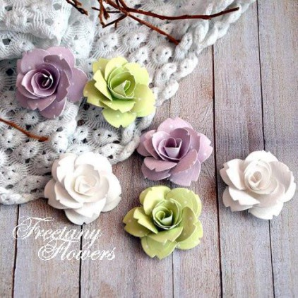 A set of paper flowers - mix of colours 160406  - 6 pieces