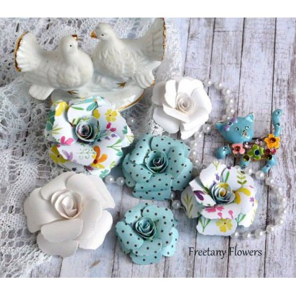 A set of paper flowers - mix of colours 170129 - 6 pieces