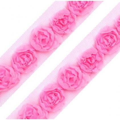 Róże na tiulu -ciemny różowy