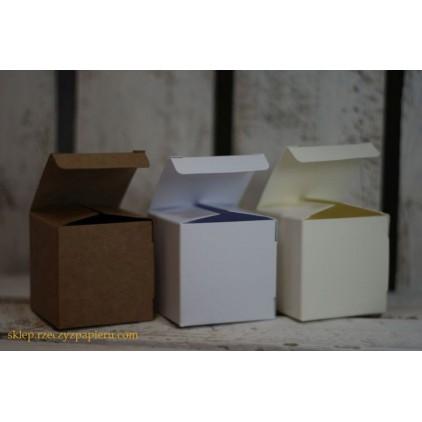 Pudełko na upominki kremowe 5x5x5 - Rzeczy z Papieru