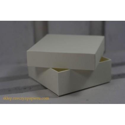 Pudełko na upominki z wieczkiem 8x8x3 kremowe - Rzeczy z Papieru