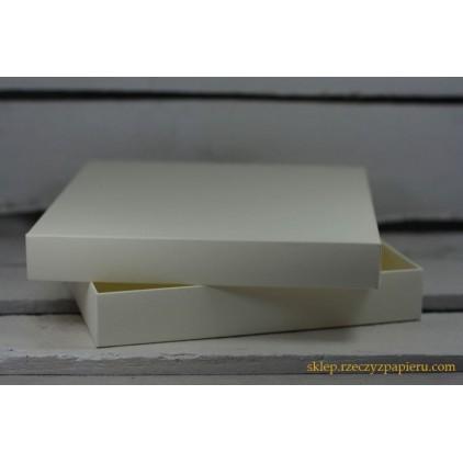 A box for card a full, low square- 15x15x2,5  cream - Rzeczy z Papieru