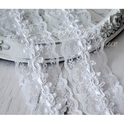 Synthetic lace with roses - widh 4,5cm - white - 1 meter