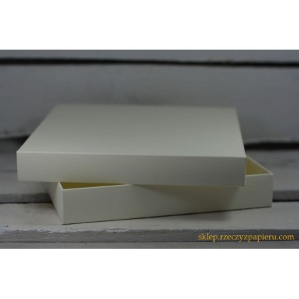 Pudełko albumowe kwadratowe 23x23x5 kremowe - Rzeczy z Papieru