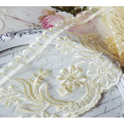 Embroidered lace on monofilament - widh 11cm - vanilla - 1 meter