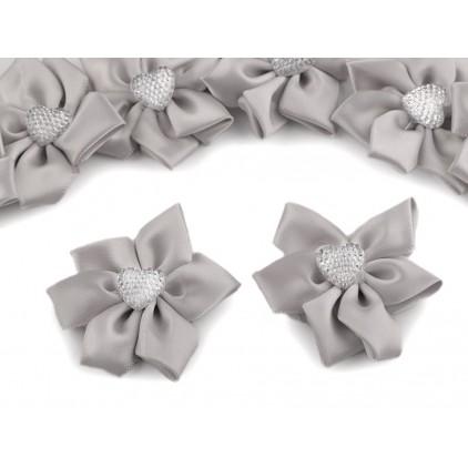 Satynowy kwiatek z serduszkiem - szary perłowy