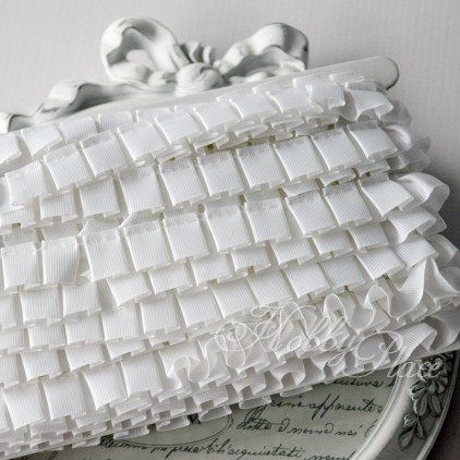 White pleated grosgrain ribbon
