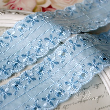 Embroidered lace, English embroidery - widh 4,5 cm - light blue - 1 meter