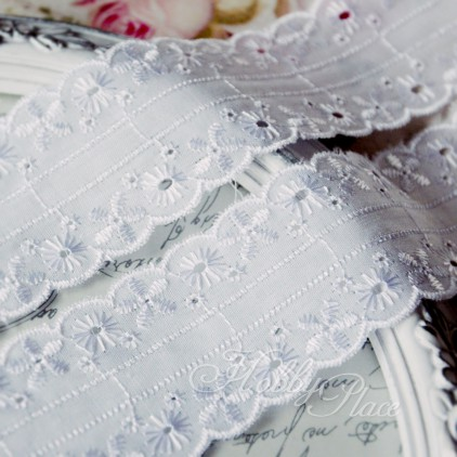 Embroidered lace, English embroidery - widh 4,5 cm - white - 1 meter