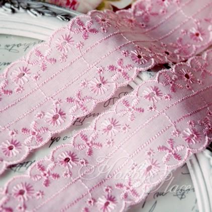 Koronka wyszywana, haft angielski - szerokość 4,5 cm - różowa - 1 metr
