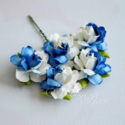 Scrapbooking kwiaty - cieniowane na niebiesko róże z papieru mullberry - 5 sztuk