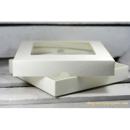 Kremowe pudełko na kartkę z okienkiem - niskie, kwadratowe - Rzeczy z Papieru