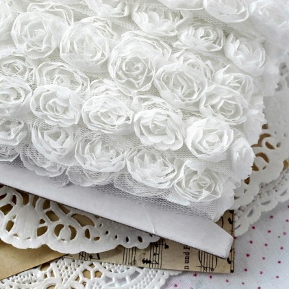 1 meter trim - Roses on tulle - white