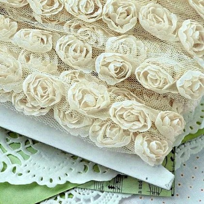 Roses on tulle - beige ecru
