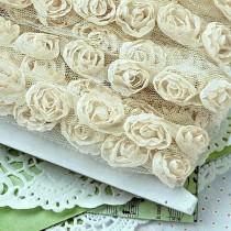 Róże na tiulu - beżowe ecru