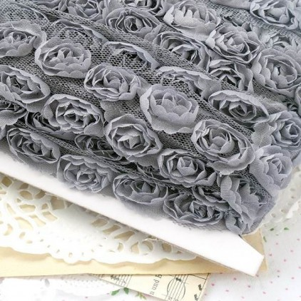 Roses on tulle - gray
