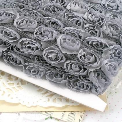 Róże na tiulu - szare