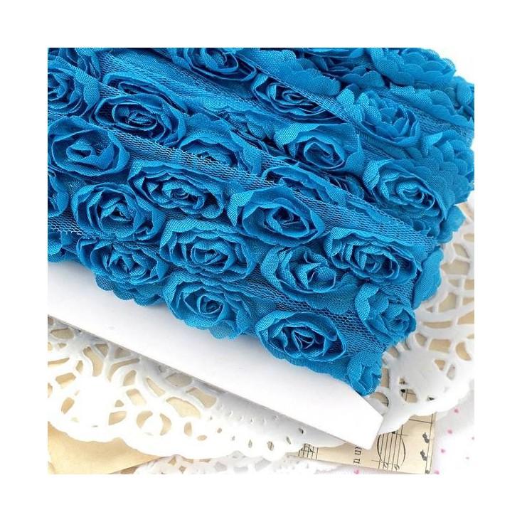 Róże na tiulu - turkusowe