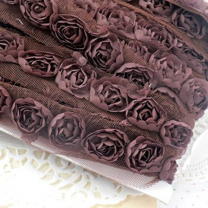 Roses on tulle - brown