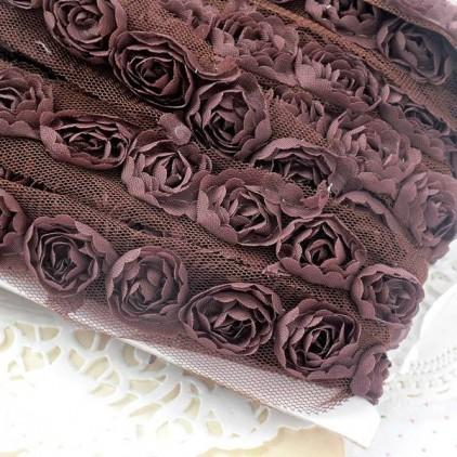 Róże na tiulu - brązowe