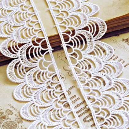 Guipure lace - white - 1 meter