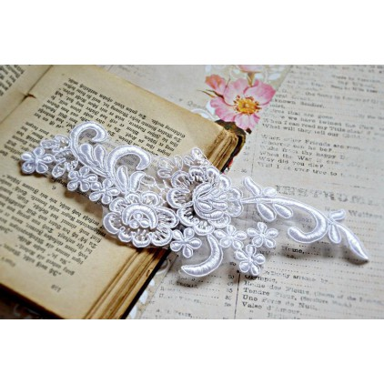 Lace flowers - application - white - 1 pc